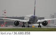 Passenger Boeing 777 Aeroflot turns. Редакционное видео, видеограф Игорь Жоров / Фотобанк Лори