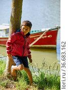Child 5-10 years on the jetty, Zumaia, Gipuzkoa, Basque Country, Spain. Стоковое фото, фотограф Javier Larrea / age Fotostock / Фотобанк Лори