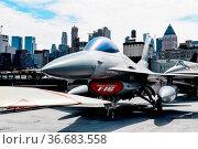 New York City, USA - June 21, 2018: F-16 General Dynamics Aircraft... Стоковое фото, фотограф Zoonar.com/@jjfarquitectos / age Fotostock / Фотобанк Лори