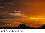 Dusk at Gunung Senggi, Matang, Sarawak, East Malaysia. Стоковое фото, фотограф Chua Wee Boo / age Fotostock / Фотобанк Лори