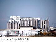 Die Industrieanlagen der Kömmerling Chemische Fabrik GmbH inPirmasens. Стоковое фото, фотограф Zoonar.com/Bastian Kienitz / age Fotostock / Фотобанк Лори