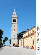 Kirche , Novigrad, Istrien,Kroatien, kirchturm, turm, hoch, architektur... Стоковое фото, фотограф Zoonar.com/Volker Rauch / easy Fotostock / Фотобанк Лори