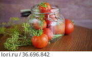 Natural tomatoes with spices prepared for conservation. Стоковое видео, видеограф Peredniankina / Фотобанк Лори