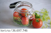 Fresh natural tomatoes with spices prepared for conservation. Стоковое видео, видеограф Peredniankina / Фотобанк Лори