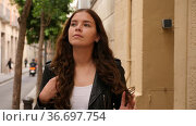 Elegant young woman wearing black leather jacket posing in time walking on the street of old city. Стоковое видео, видеограф Яков Филимонов / Фотобанк Лори