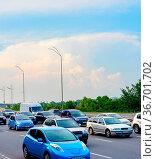 Cars in traffic jam, rush hour, city highway, Kyiv, Ukraine. Стоковое фото, фотограф Zoonar.com/Ivan Tykhyi / easy Fotostock / Фотобанк Лори