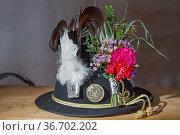 Traditioneller geschmückter Hut eines Schützen aus dem alpenländischem... Стоковое фото, фотограф Zoonar.com/Eder Christa / easy Fotostock / Фотобанк Лори