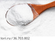 Top view of wood spoon with dextrose sugar close up on pile of sugar. Стоковое фото, фотограф Zoonar.com/Valery Voennyy / easy Fotostock / Фотобанк Лори
