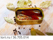 Canned sea fish, mackerel fillets in tomato served with peppers and bay leaf. Стоковое фото, фотограф Яков Филимонов / Фотобанк Лори
