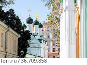 Moscow city courtyard with Church of Michael and Fyodor of Chernigov... Стоковое фото, фотограф Zoonar.com/Valery Voennyy / easy Fotostock / Фотобанк Лори