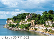 Hojerup, Denmark - July 21, 2020: View of Stevns Klint cliff and the... Стоковое фото, фотограф Zoonar.com/Oliver Foerstner / easy Fotostock / Фотобанк Лори