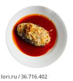 Baked stuffed eggplant served with spicy tomato sauce. Стоковое фото, фотограф Яков Филимонов / Фотобанк Лори