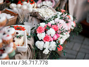 Dessert table for a party. Ombre cake, cupcakes, sweetness and flowers... Стоковое фото, фотограф Zoonar.com/Konstantin Malkov / easy Fotostock / Фотобанк Лори