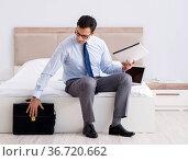 Businessman working in hotel room. Стоковое фото, фотограф Elnur / Фотобанк Лори