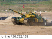 Танк Т-72Б3 команды Казахстана на трассе танкового биатлона. Международные армейских игры в Алабино. Парк Патриот (2020 год). Редакционное фото, фотограф Виктор Карасев / Фотобанк Лори