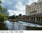 Pulteney Weir on the river Avon in the city of Bath, Somerset, England... Стоковое фото, фотограф Mehul Patel / age Fotostock / Фотобанк Лори