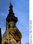 """Germany, Bremen - The Roland, a landmark of the Hanseatic city in the evening twilight"" Редакционное фото, агентство Caro Photoagency / Фотобанк Лори"