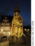 """Germany, Bremen - Roland, a landmark of the Hanseatic city in the evening twilight on the market place"" Редакционное фото, агентство Caro Photoagency / Фотобанк Лори"