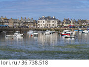 Stadtansicht mit mit Hafen in Barfleur, Normandie, Frankreich   cityscape... Стоковое фото, фотограф Peter Schickert / age Fotostock / Фотобанк Лори