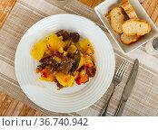 Ternera estofada con patata, braised beef with potato. Стоковое фото, фотограф Яков Филимонов / Фотобанк Лори