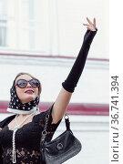 Young woman in headscarf in retro style outdoor looking up, gesturing. Стоковое фото, фотограф Евгений Харитонов / Фотобанк Лори