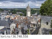 Tour Saint-Antoine und die Dächer von Loches, Loire-Tal, Frankreich... Стоковое фото, фотограф Peter Schickert / age Fotostock / Фотобанк Лори