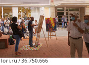 Las Palmas de Gran Canaria, Spain - October 9: Passers-by observe the painters participating in XXV Open Air Contest of Rapid Painting, October 9, 2021 in Las Palmas de Gran Canaria, Spain. Редакционное фото, фотограф Tamara Kulikova / Фотобанк Лори