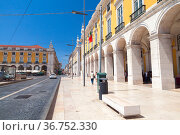 Commerce Square view on a sunny day, Lisbon, Portugal (2017 год). Редакционное фото, фотограф EugeneSergeev / Фотобанк Лори
