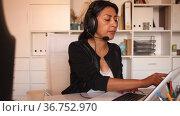 Focused colombian woman call center operator receiving calls and using laptop in office. Стоковое видео, видеограф Яков Филимонов / Фотобанк Лори