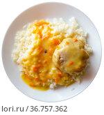 Meatball tefteli with rice and sauce. Стоковое фото, фотограф Яков Филимонов / Фотобанк Лори