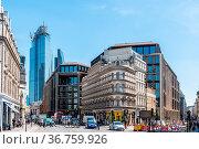 London, UK - May 14, 2019: Street scene in the financial district... Стоковое фото, фотограф Zoonar.com/@jjfarquitectos / age Fotostock / Фотобанк Лори