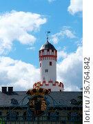 Bad Homburg, Deutschland - Juni 09, 2019: Die Toreinfahrt mit Wappen... Стоковое фото, фотограф Zoonar.com/Bastian Kienitz / age Fotostock / Фотобанк Лори