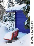 Garten im Winter mit Schnee, Schnee auf Bäumen und Sträuchern, Gartenhaus... Стоковое фото, фотограф Zoonar.com/Bildagentur Geduldig / easy Fotostock / Фотобанк Лори