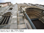 Mullioned windows on façade of Monza Cathedral. Piazza Duomo, Monza... Стоковое фото, фотограф Arthur S. Ruffino / age Fotostock / Фотобанк Лори