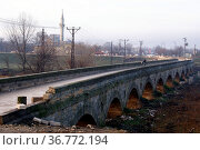 Long arc bridge in Edirne, Turkey. Стоковое фото, фотограф Zoonar.com/Valeriy Shanin / age Fotostock / Фотобанк Лори