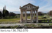 Aerial view of Tetrapylon Gate in Aphrodisias ancient city at western Anatolia, Turkey. Стоковое видео, видеограф Яков Филимонов / Фотобанк Лори