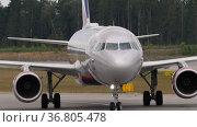 Passenger of Aeroflot plane taxiing. Редакционное видео, видеограф Игорь Жоров / Фотобанк Лори