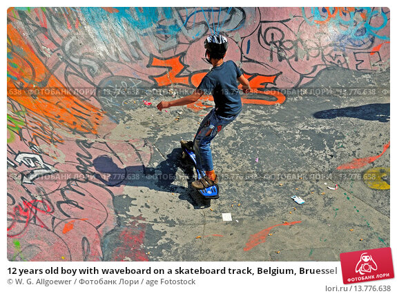 Купить «12 years old boy with waveboard on a skateboard track, Belgium, Bruessel», фото № 13776638, снято 21 августа 2018 г. (c) age Fotostock / Фотобанк Лори