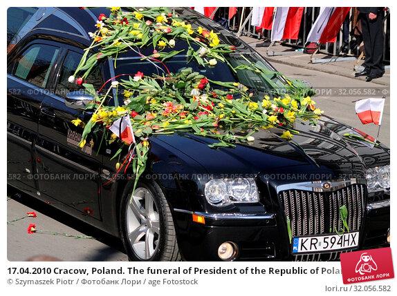 17.04.2010 Cracow, Poland. The funeral of President of the Republic of Poland Lech Kaczynski and his wife Maria. They died in the Smolensk crash. Редакционное фото, фотограф Szymaszek Piotr / age Fotostock / Фотобанк Лори