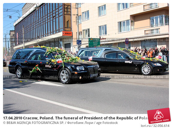 17.04.2010 Cracow, Poland. The funeral of President of the Republic of Poland Lech Kaczynski and his wife Maria. They died in the Smolensk crash. Редакционное фото, фотограф BE&W AGENCJA FOTOGRAFICZNA SP. / age Fotostock / Фотобанк Лори