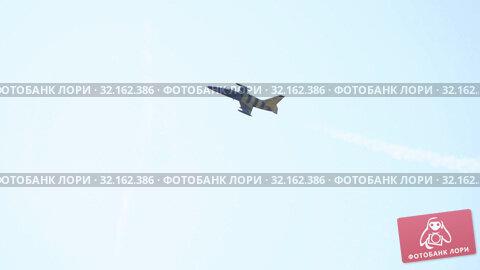 Купить «29 AUGUST 2019 MOSCOW, RUSSIA: A blue and yellow reactive plane flying in the sky and revolves around itself», видеоролик № 32162386, снято 18 сентября 2019 г. (c) Константин Шишкин / Фотобанк Лори