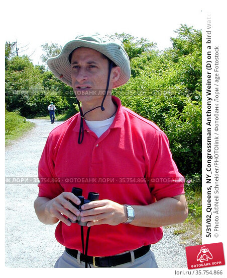 5/31/02_Queens, NY_Congressman Anthony Weiner (D) on a bird watching... (2008 год). Редакционное фото, фотограф Photo ©Neil Schneider/PHOTOlink / age Fotostock / Фотобанк Лори