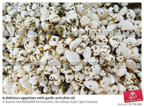 A delicious appetizer with garlic and olive oil. Стоковое фото, фотограф Zoonar.com/BONZAMI Emmanuelle / age Fotostock / Фотобанк Лори