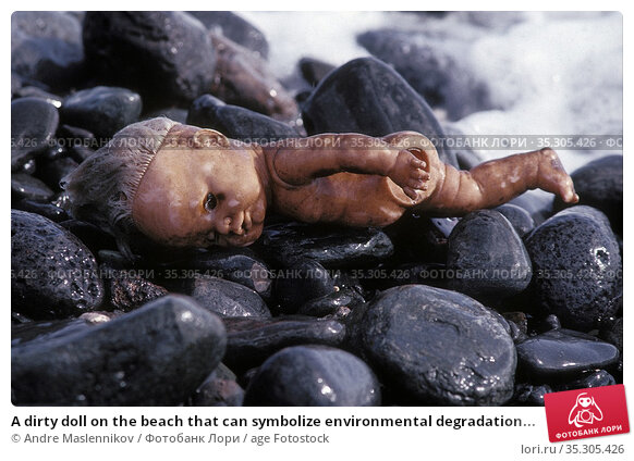 A dirty doll on the beach that can symbolize environmental degradation... Стоковое фото, фотограф Andre Maslennikov / age Fotostock / Фотобанк Лори