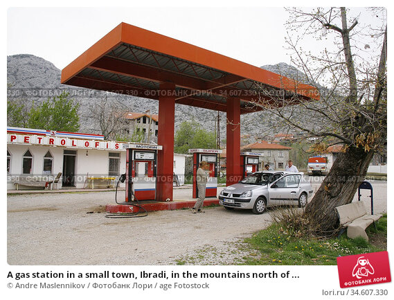 A gas station in a small town, Ibradi, in the mountains north of ... (2006 год). Редакционное фото, фотограф Andre Maslennikov / age Fotostock / Фотобанк Лори
