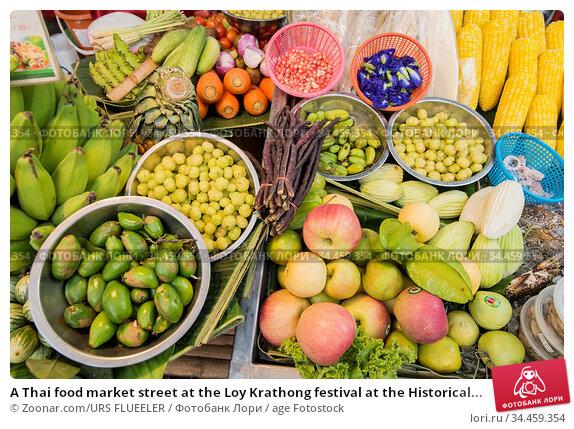 A Thai food market street at the Loy Krathong festival at the Historical... Стоковое фото, фотограф Zoonar.com/URS FLUEELER / age Fotostock / Фотобанк Лори