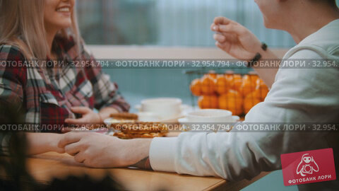 A young couple in cafe having a lunch and talking to each other. Стоковое видео, видеограф Константин Шишкин / Фотобанк Лори