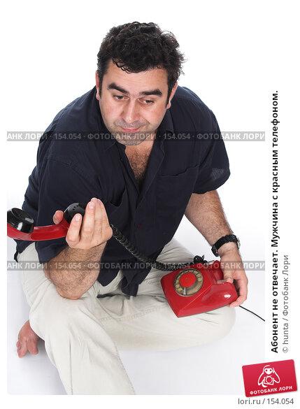 Купить «Абонент не отвечает. Мужчина с красным телефоном.», фото № 154054, снято 1 августа 2007 г. (c) hunta / Фотобанк Лори
