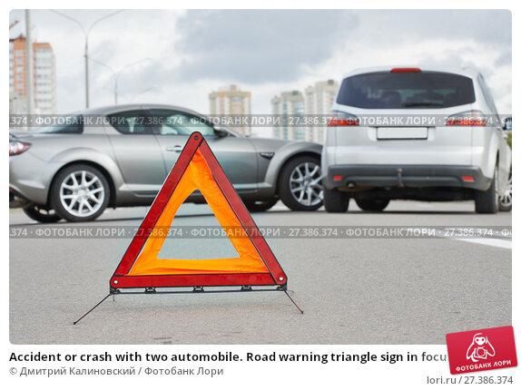 Купить «Accident or crash with two automobile. Road warning triangle sign in focus», фото № 27386374, снято 22 сентября 2013 г. (c) Дмитрий Калиновский / Фотобанк Лори