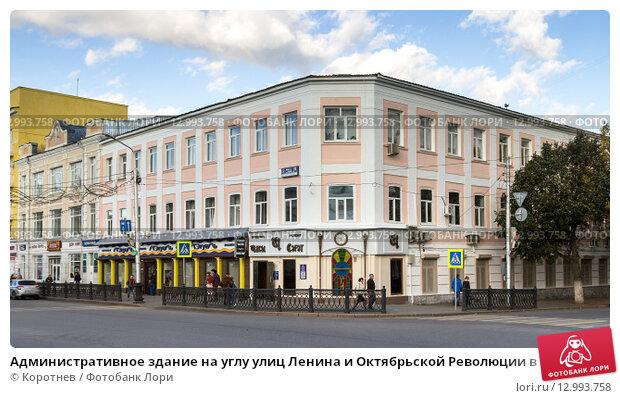Здание Сбербанка на углу улиц Куйбышева и Горького оцепила